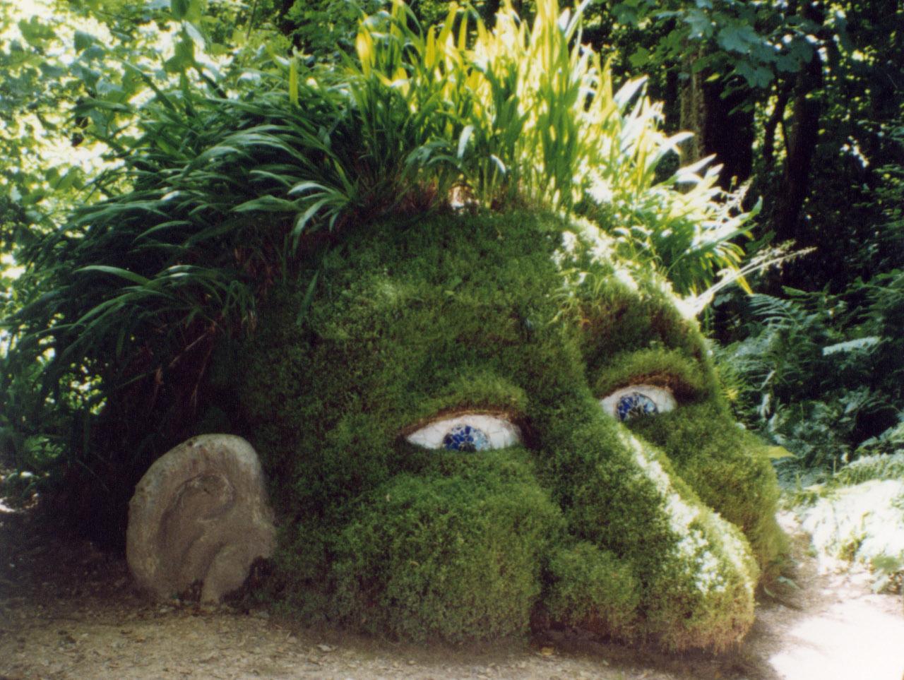 Un gran troll de piedra ubicado en Cornwall, Inglaterra.